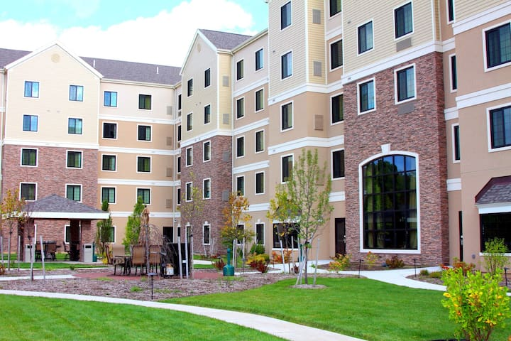 Great for Business Travelers! Studio Suite Near Syracuse University | Free Breakfast + Business Center