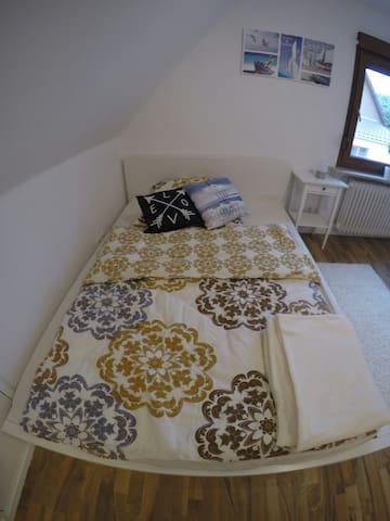 Neues Zimmer in Doppelhaus - Wolfsburg - House