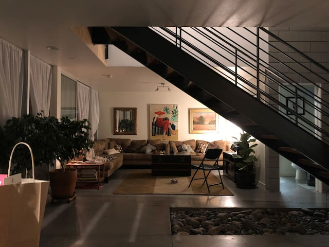 Private room in luxury townhouse for Roommate