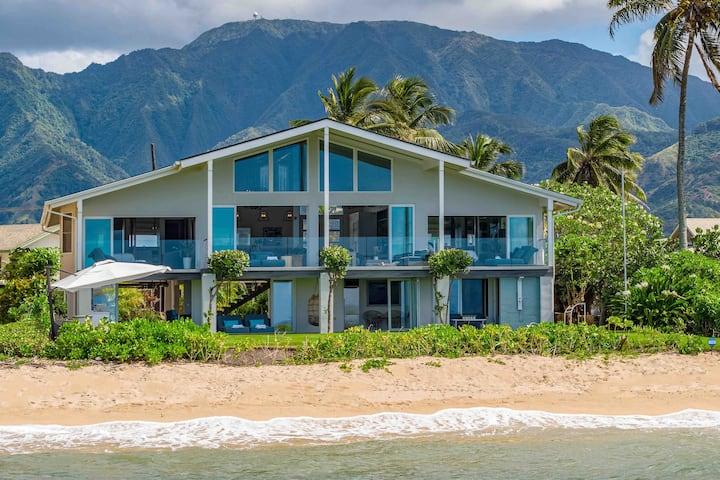 Sea of Glass - Luxury North Shore BEACHFRONT home
