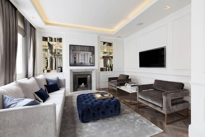Deluxe 4 Bedrooms Apartment 5* Stars - London