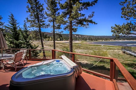 Lake Escape Two Story Home~Propane BBQ~Outdoor Spa~Pool Table~Fireplace~WiFi~ - Big Bear Lake - Dům