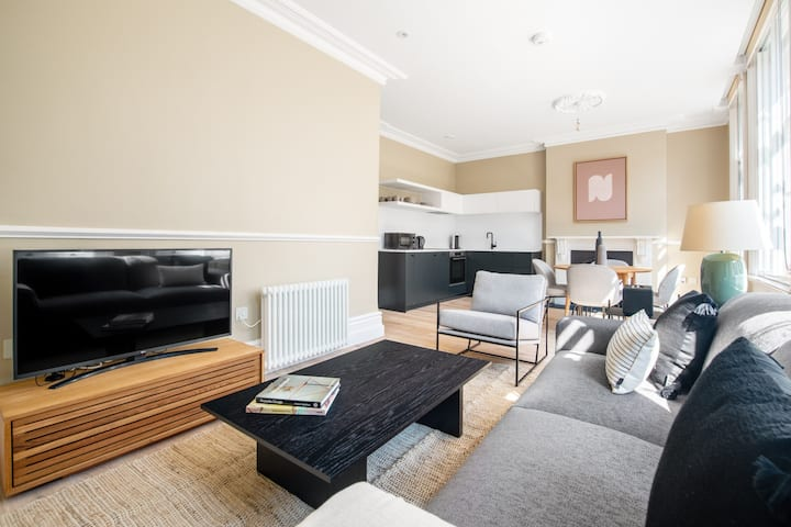 Trendy Clerkenwell 1BR, nr. the Barbican, by Blueground