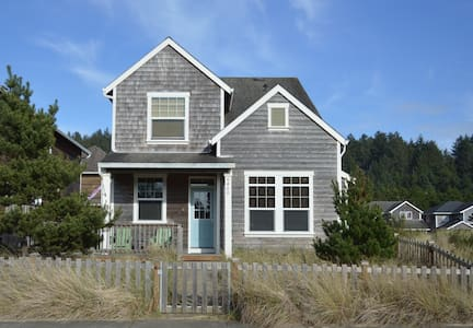 Dory Pointe Cottage-WIFI, dog OK, walk to beach! - クローバーデール - 一軒家