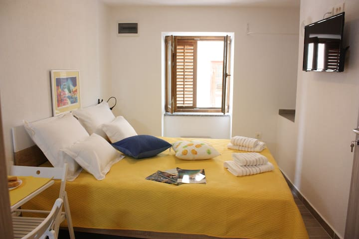 Lovely room with private bathroom in town center
