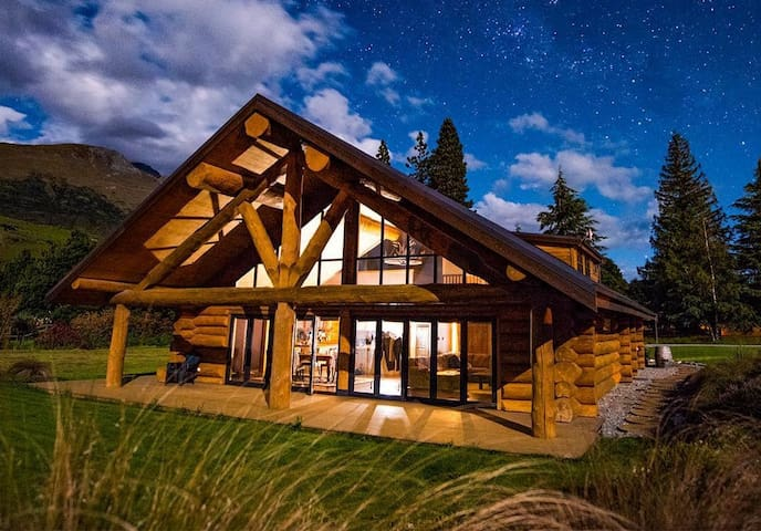 Glenorchy Log Home - Mountain Luxury | Great Views