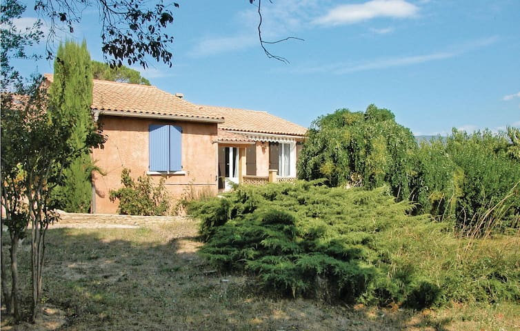Holiday cottage with 3 bedrooms on 90m² in Mirabel Aux Baronnies