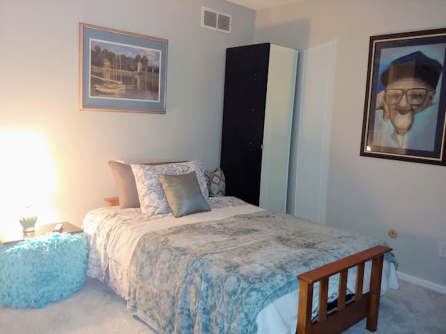 Private Room with Futon for the Frugal Traveler