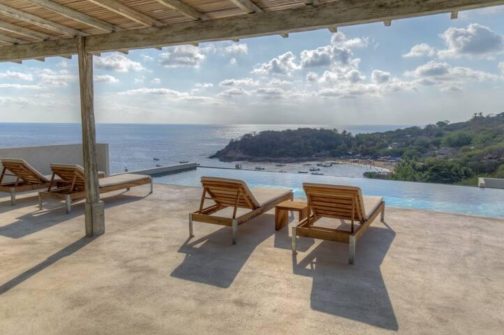 Casa Cascada Modern Industrial Oceanfront (1 Bed)