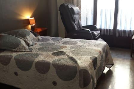 Chambre pour 2  place Garibaldi/port de Nice - Nice - Apartment