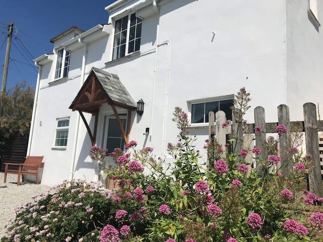 Arnold Cottage