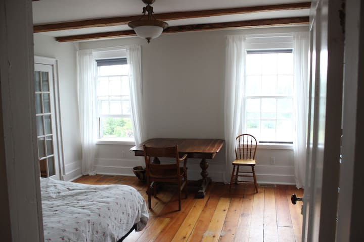 A Room of One's Own, Portland on the Rideau - Portland - Dům