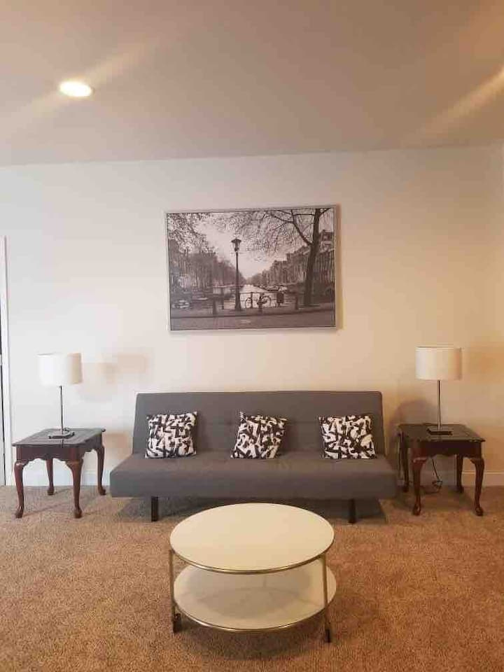 Cozy and Newly-renovated Woodbridge Home