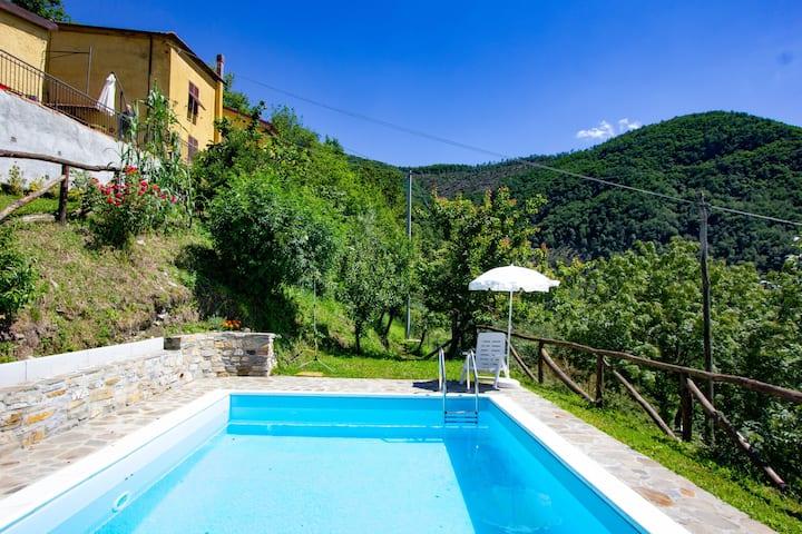 La Casa della Nonna stone house with pool and view