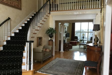 Lovely Large Home/ 15 miles from Churchill Downs - Louisville - Ház