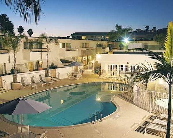 2 BED Winners Circle Solana Beach Nov. 4th-11th!