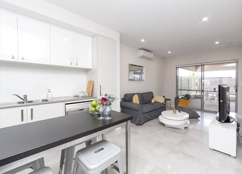InnVelvet Perth 2BR  wt Alfresco *NewNearCity&Mall