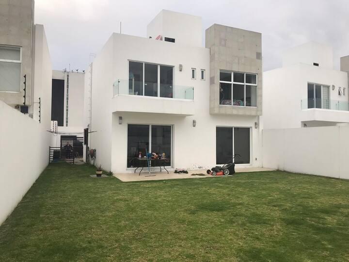 Rento habitación en casa propia