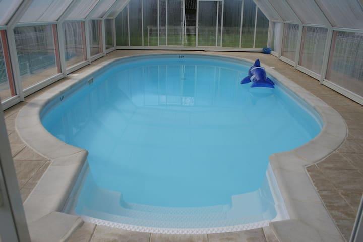 Maison de vacances moderne à La Forêt-Fouesnant avec piscine