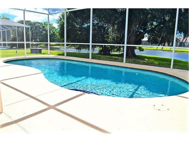 *RIVER POINT*POOL*PRIVATE**LAKE* LUXURY VILLA 3/2