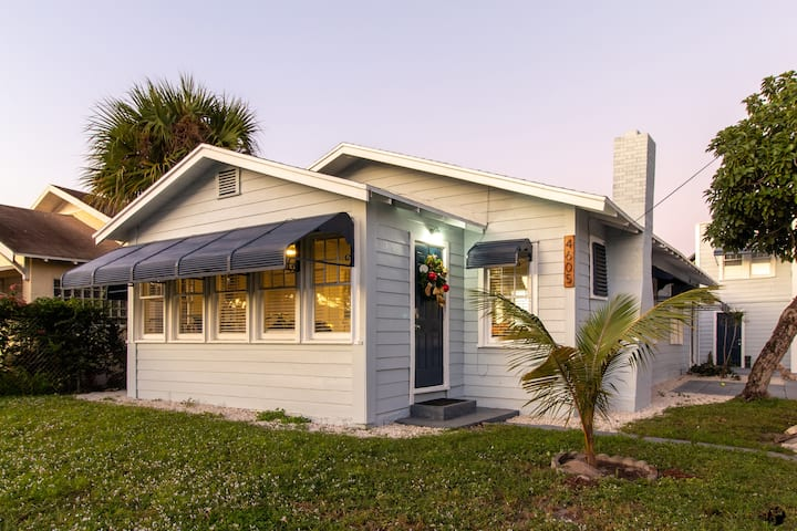 Dreamy Blue Beach Bungalow in WPB!!