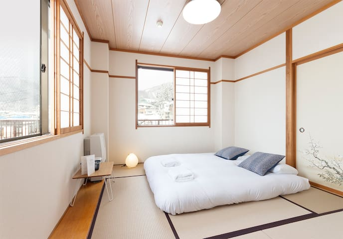Twin room with views & private toilet Nozawa Onsen
