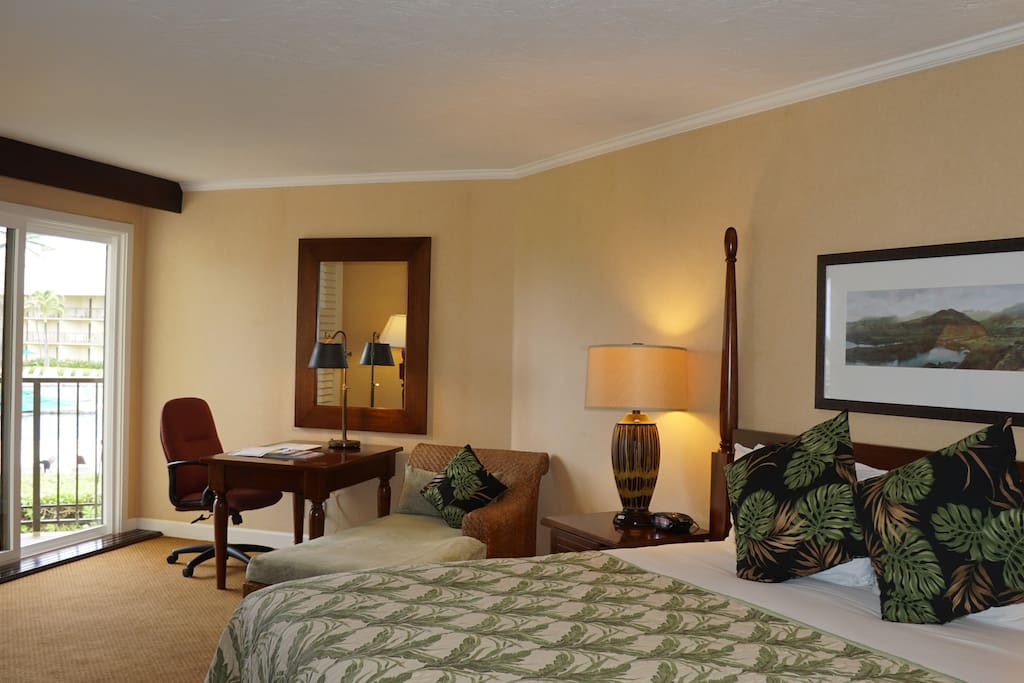 The room is very pleasant and has that resort atmosphere.