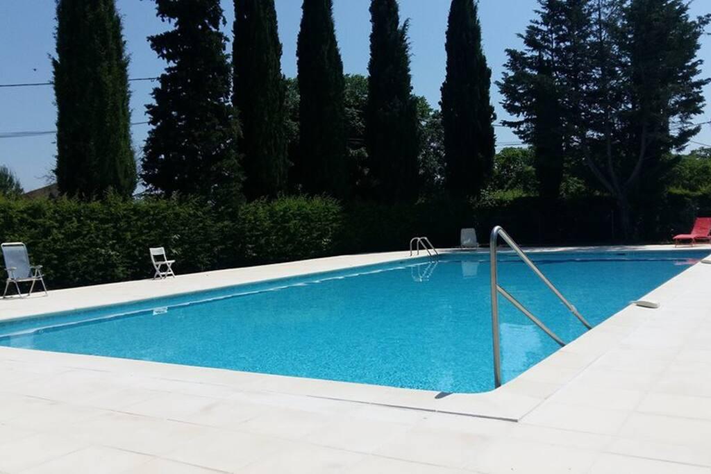 la piscine qui se trouve au nord du lottisement