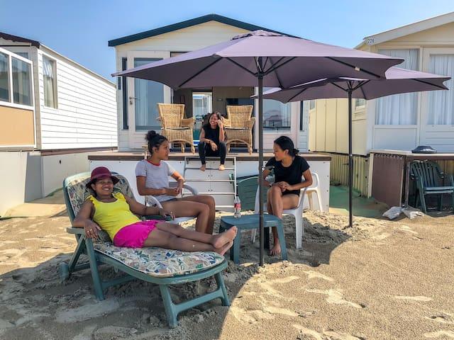 Strandhuisje met uniek uitzicht op zee in IJmuiden