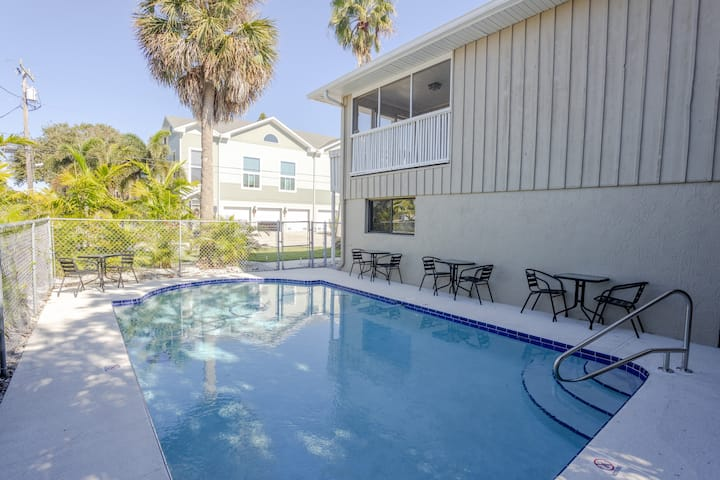 IRB Poolside Unit A Star5Vacations