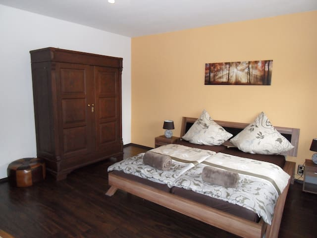 """Wohnung 2 """"Gästehaus Rebstöckl"""" mit Sonnenterrasse - Kleinkarlbach - Byt"""
