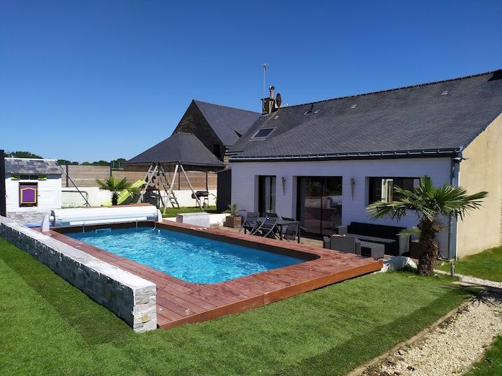 Maison familiale à Lorient, piscine, babyfoot...
