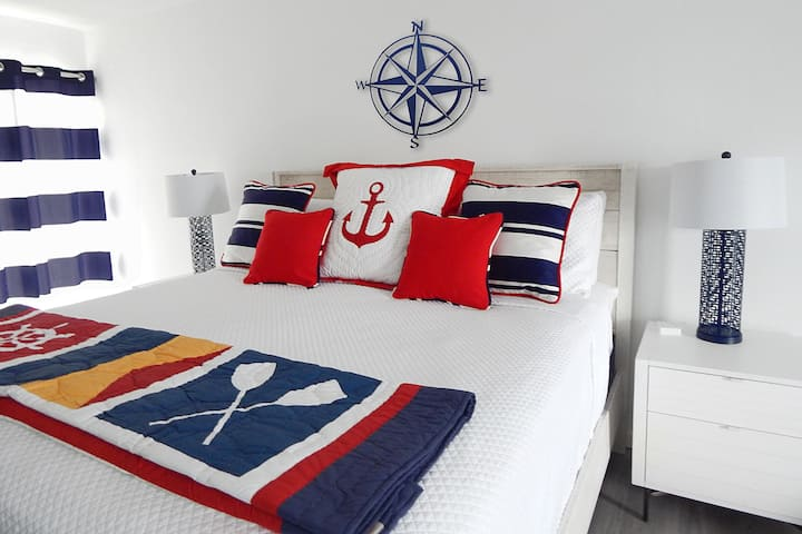 Nautical Charm - Ocean Condo, Pool & Private Beach