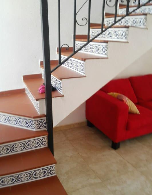 la escalera para subir a la primera planta,