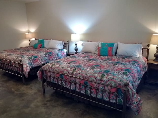 Puget Suite - Swantown Inn & Spa (No Cleaning Fee)