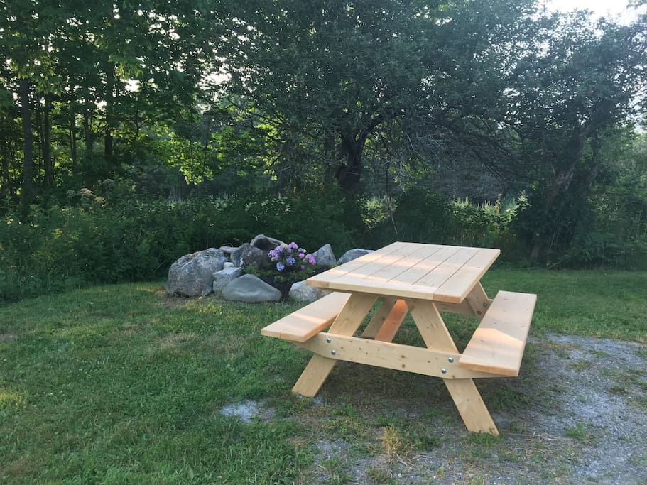 Eat outside privately on grounds