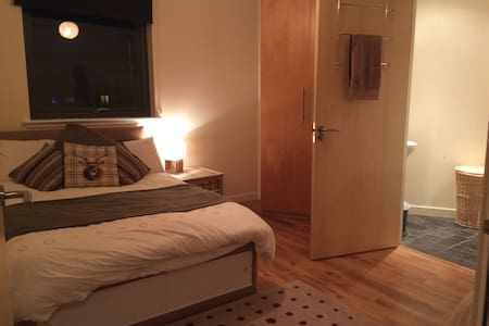 Cosy,Quiet double room with ensuite - Edimburgo - Apartamento
