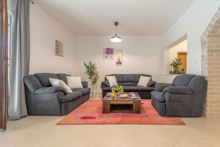 Sunny 3BD apartment with big patio and garden