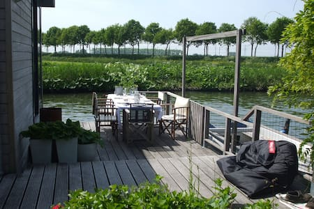 Houseboat in Nieuwersluis, Living on water - Villa