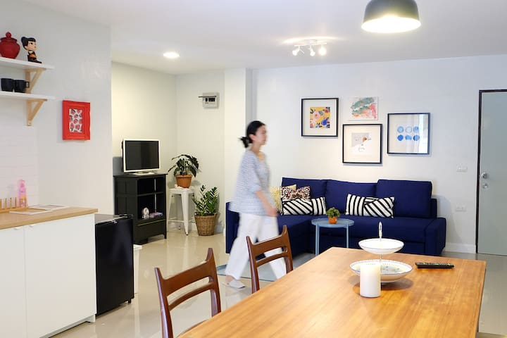 Newly renovate 2BR + Patio close to Sutthisan MRT