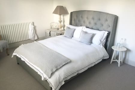 Oxford. Stylish double room - upmarket Summertown - House