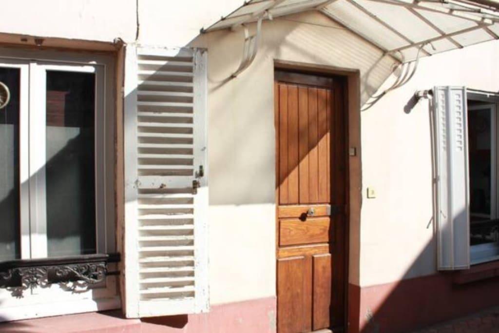 Appartement en rez-de-chaussée avec vue sur un petit jardin privatif