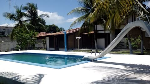 A 500m da praia, com piscina, churrasqueira, Wi-Fi