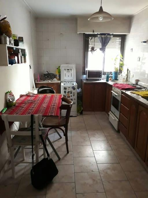 Cocina separada y amplia.