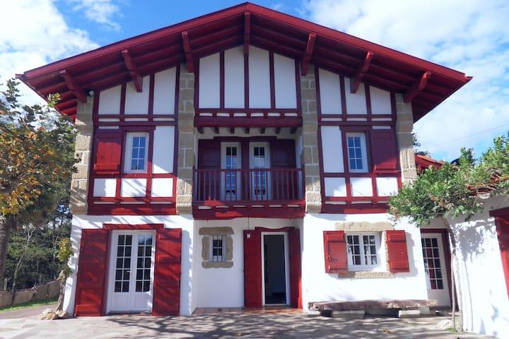 Grande et superbe maison typique basque