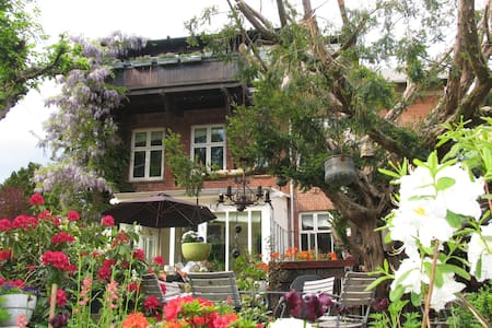 Private villa accomodation near Copenhagen - Charlottenlund - Villa