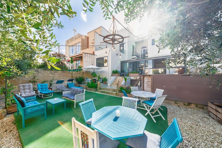 London themed en-suite room in Villa with Stunning Garden