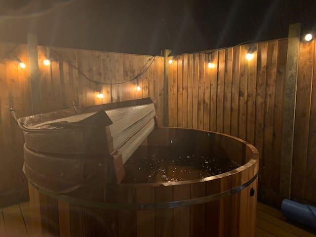 The Snug, Studio in Dolwyddelan with hot tub