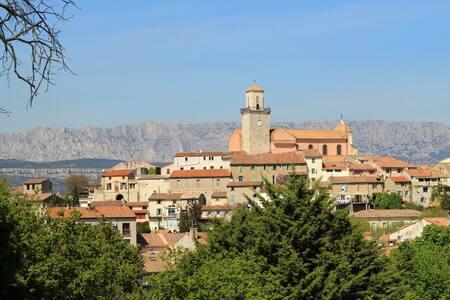 Cocon au calme d'un village provençal