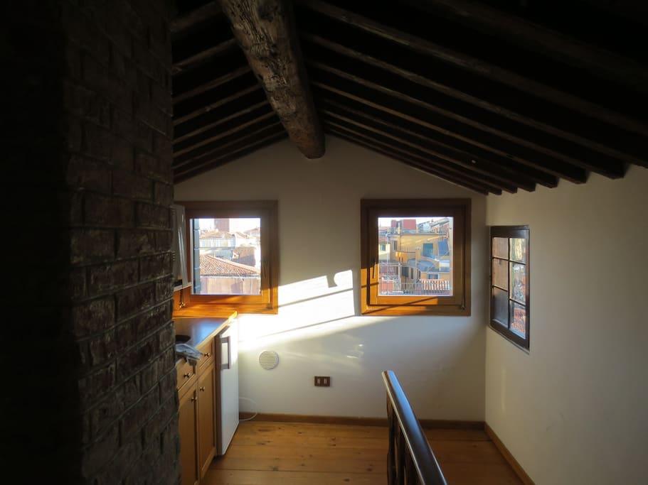 Le tre finestre della piccola cucina
